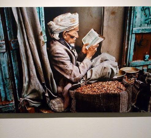 Leggere - mostra di Steve McCurry, Museo Santa Giulia, Brescia.